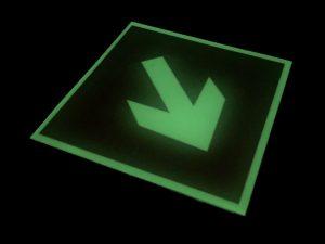 Фотолюминесцентный пожарный знак Направляющая стрелка под углом 45°