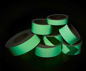 Фотолюминесцентные направляющие ленты