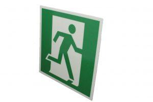 Знак эвакуации фотолюминесцентный выход здесь правосторонний