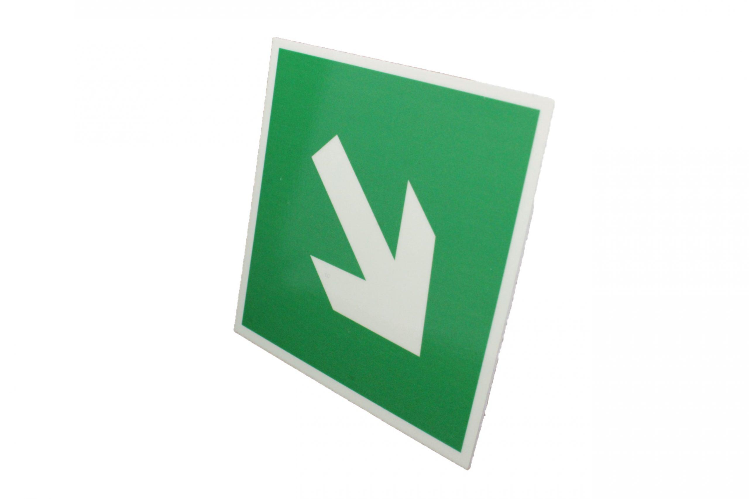 Знак эвакуации направляющая стрелка под углом 45°