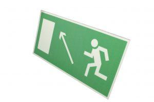 Знак эвакуации фотолюминесцентный выход налево вверх