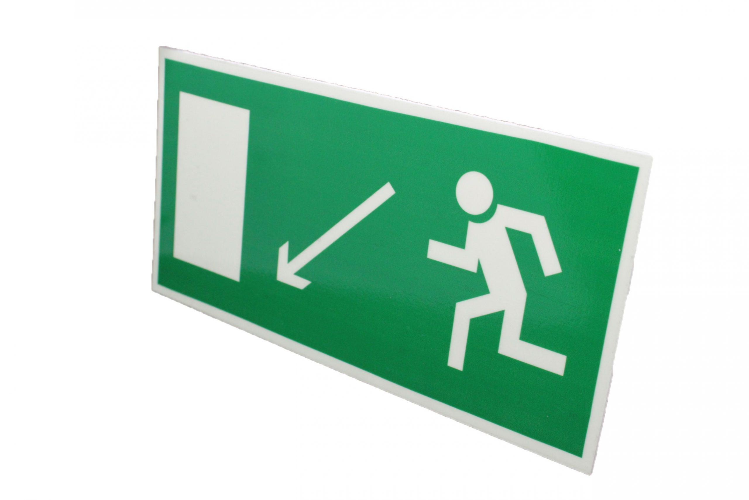 Знак эвакуации фотолюминесцентный выход налево вниз