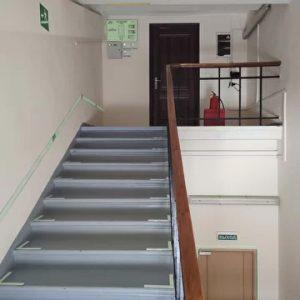Монтаж фотолюминесцентной эвакуационной системы для строительной компании ПИК, жилой комплекса Измайловский Лес