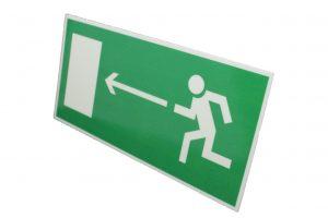 Знак эвакуации при пожаре выход налево