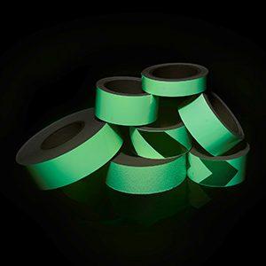 Монтаж износостойкой фотолюминесцентной ленты